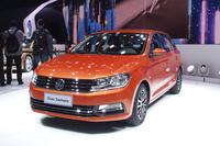 「フォルクスワーゲン・グラン サンタナ」。全長4.3m、1.4TSIエンジンを搭載する中国市場専用車。
