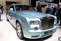 「ロールス・ロイスEX102」のスタイリングは、ガソリンエンジンを積んだ「ファントム」とほとんど変わらない。