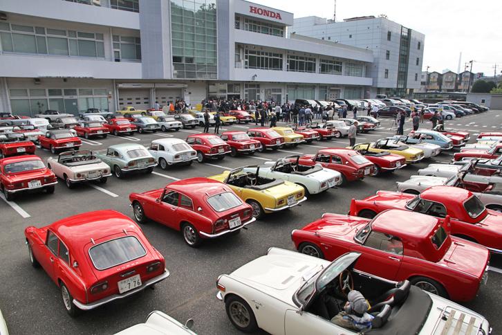東京都練馬区および板橋区に隣接する埼玉県和光市にあるホンダ白子ビル。かつて白子SFがあった場所に、94台の「Sシリーズ」が集まった。