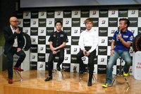 イベントの最後にはトークショーが催された。写真左から、MCを務めたピストン西沢氏、ホンダの山本尚貴選手、トヨタの大嶋和也選手、ヤマハの中須賀克行選手。