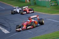 冬のテストでまずまずの感触を得ていたフェラーリだが、開幕戦ではメルセデスやマクラーレンの後塵(こうじん)を拝した。フェルナンド・アロンソ(写真手前)は予選5位、決勝も5位で終えたが繰り上げで4位の座に。古巣に戻ったキミ・ライコネン(その後ろ)も苦戦し、11番グリッドから8位フィニッシュ(=7位)とパッとせず。壊れなかったが速くもなかった。(Photo=Ferrari)