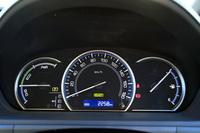 3眼式のオプティトロンメーター。兄弟車の「ヴォクシー/ノア」とは異なるデザインのものが採用されている。