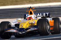 南仏のポールリカール・サーキットをF1で攻めるセバスチャン・ローブ。