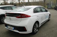 「アイオニック ハイブリッド」の燃費は欧州複合モードで1リッターあたり25.6kmと、「プリウス」より劣る。