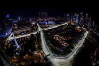 元祖F1ナイトレース、シンガポールGPは今年で10年目。きらびやかな大都市の夜景をバックに行われるレースには毎年多くの観客が詰めかけ、いまやアジアの顔として認知されているまでになった。先輩格のマレーシアGPが観客数減で今季限りになるのとは対照的に、シンガポールGPは2021年までの開催が決まっている。(Photo=Red Bull Racing)