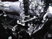 フロントサスペンションのアップ。マツダは次期型「ロードスター」について、現行モデルと比較して100kg以上の軽量化を目指すとしている。