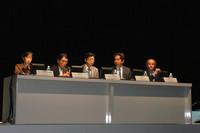 この日のパネルディスカッションに参加した、パネラーの面々。写真左から、須田恵里子氏(環境省 水・大気環境局 自動車環境対策課)、宮田秀明氏(東京大学大学院工学系研究科)、姉川尚史氏(東京電力 技術開発研究所 電力推進グループ)、グレン・シュミッド氏(BMW AG)、ウルリッヒ・クランツ氏(BMW AG)。