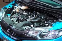 新開発のハイブリッドユニット。出力も燃費も、先代モデルより向上した。