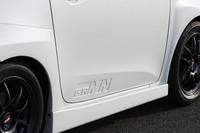 ドアパネルはオリジナル。「GRMN」のエンボス加工が施される。