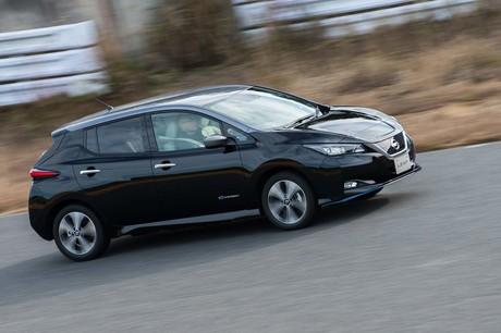 日産の電気自動車(EV)「リーフ」に、バッテリーとモーターの性能を大幅に強化した「e+(イープラス)」...