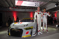 Audi Team Hitotsuyamaのリチャード・ライアン選手(左)と柳田真孝選手。