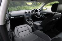 エントリーモデルの「1.4TFSI」の内装。テスト車は、本革フロントシートヒーターやウッドパネル、パーキングシステム、ナビゲーションシステムなどがオプションで備わる。