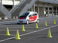 2008年パリモーターショーでエコカー試乗会に供された「三菱i-MiEV」。