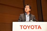 """自動運転技術について説明する、トヨタ自動車の葛巻清吾CSTO補佐。「自動運転は、トヨタだけでは成し得ない。今後は社会的な""""みんなのルール""""を決める必要があります」。"""