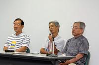 講演会に登壇したのは、NSXオーナーにとってカリスマ的存在である初代LPL(開発責任者)の上原繁氏(中央)、2代目LPLの尾崎俊三郎氏(左)、販売チームリーダーを務めた渡邊一(まさる)氏(右)の3名。