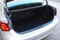 荷室容量は大幅に拡大。開口部の幅も、先代モデルより170mm広げられた。