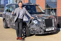 小沢コージと新型ロンドンタクシー。