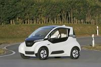 ホンダ、近距離移動用の超小型EVを公開