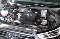 新たにラインナップに加えられた、1リッターターボエンジン。フォルクスワーゲンのコンパクトカー「up!」の1リッター直3を、直噴ターボ化したパワーユニットである。