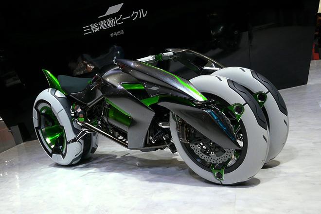 カワサキが出展した電動三輪バイクのコンセプトカー「J」。