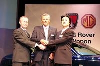 2003年7月17日に行われた、MGローバーモデル発表会。右はMGローバー日本代表の南原竜樹氏。