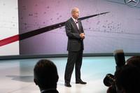 お披露目に先立ち、ダイムラーのディーター・ツェッチェ会長(写真)がスピーチを行った。