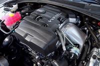 「ATSセダン プレミアム」のエンジンルーム。搭載される2リッター直4ターボは、最高出力276ps、最大トルク400Nmを誇る。吹け上がりの滑らかさが印象的なエンジンだ。