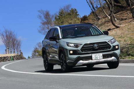日本市場から姿を消していた間に、北米ではトヨタブランドトップの販売台数を誇るモデルにまで成長を遂げた...