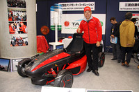「電気自動車特別展示コーナー」には、先日の東京オートサロンでデビューした、「モンスター田嶋」こと田嶋伸博氏率いる「タジマモーターコーポレーション」がプロデュースする「EVミニスポーツ」の姿も。