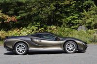 ボディ色は、テスト車のゴールドメタリックのほか、ホワイトゴールドパールも用意される。