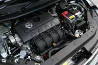 新開発の1.8リッター直4エンジン「MRA8DE」。既存の「MR18DE」よりシリンダーがロングストローク化しているほか、ヘッドには可変バルブ機構のツインVTCを採用。燃費と動力性能の向上を図っている。