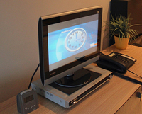 わが家にあった日立製テレビと、その下に置かれたサンスイ製DVDプレーヤー。2012年撮影。