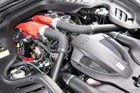 最高出力610ps、最大トルク77.5kgmを発生する、3.9リッターV8ツインターボエンジン。