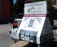 3輪トレーラーは、住宅用の窓や扉をアピール。