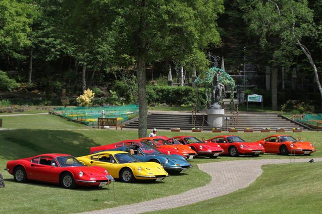 ミーティング会場である、蓼科湖に隣接した蓼科高原芸術の森彫刻公園はご覧のようなロケーション。観覧者は園内に無料で入場できるが、ほぼ貸し切り状態である。