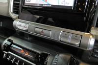 4WD車には走行モード切り替え機構が装備される。