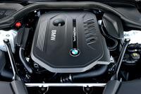 「540i」に搭載される3リッター直6ツインターボエンジン。最高出力340ps、最大トルク45.9kgmを発生する。