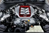 2013年モデル(MY13)のエンジンのポイントは、中回転域のトルクレスポンスと高回転域の伸びの向上。550psおよび64.5kgmと数値自体はMY12と変わらないが、0-100km/h加速は2.8秒から2.7秒に短縮された。最高速は315km/hをうたう。