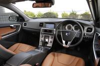 運転席まわりの様子。他ボルボ車同様、特徴的な板状のセンターコンソールをもつ。