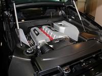 カーボンパーツが多用される「R8 GT」のエンジンルーム。
