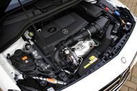 新世代1.6リッター直列4気筒直噴ターボエンジンには、7段デュアルクラッチトランスミッションやECOスタートストップ(アイドリングストップ機能)が組み合わされ、従来モデル比で約19%燃費が向上した。