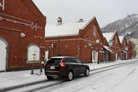 同じ日の函館の様子がこちら。早朝は雪が降っていたものの、赤レンガ倉庫群で撮影しているうちに天候は好転。トラブルなく当別町まで行けると思っていたものの……。