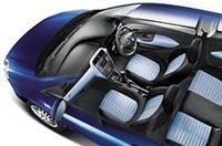 「フィアット・グランデプント」にATモード付き5MT搭載の5ドア仕様追加の画像