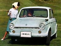 1962年に「三菱500スーパーデラックス」のマイナーチェンジ版として登場した「三菱コルト・デラックス」。顔つきをモダナイズし、テールには小さなフィンが付いた。ギアボックスもフロアシフトから当時のはやりだったコラムシフトに改められている。