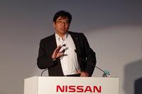 「e-Bio Fuel-Cell」の展望について語る日産自動車の坂本秀行副社長。「現在、この技術を投入した実験車両も開発中で、今年の夏には公開する予定がある」とコメントした。