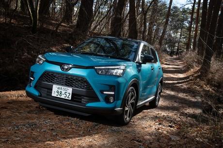 トヨタの新型SUV「ライズ」に試乗。全長4m以下のコンパクトなボディーに広い室内、そしてパワフルな1リッタ...