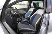 「ポロ ブルーGT」のインテリア。シートには青い挿し色が採用される。