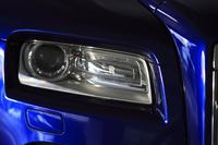アダプティブヘッドライト。車体中央寄りの部分には、「RR」のロゴマークが添えられる。