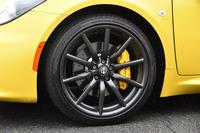 テスト車には、フロント=205/40R18、リア=235/35R19というサイズのタイヤや、スポーツサスペンションなどからなるオプションの「スポーツパッケージ」が採用されていた。