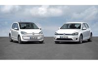 フォルクスワーゲンの電気自動車「e-up!」(左)と「e-ゴルフ」(右)